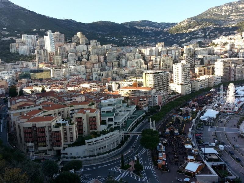 Monaco - en regardant bien on voit le rouge et blanc des vibreurs du Grand Prix